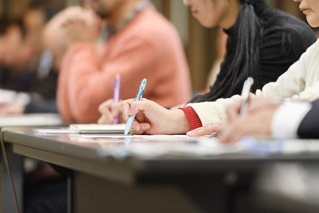 自分の考えを明確に表現する力を求める教育現場のシフトチェンジ